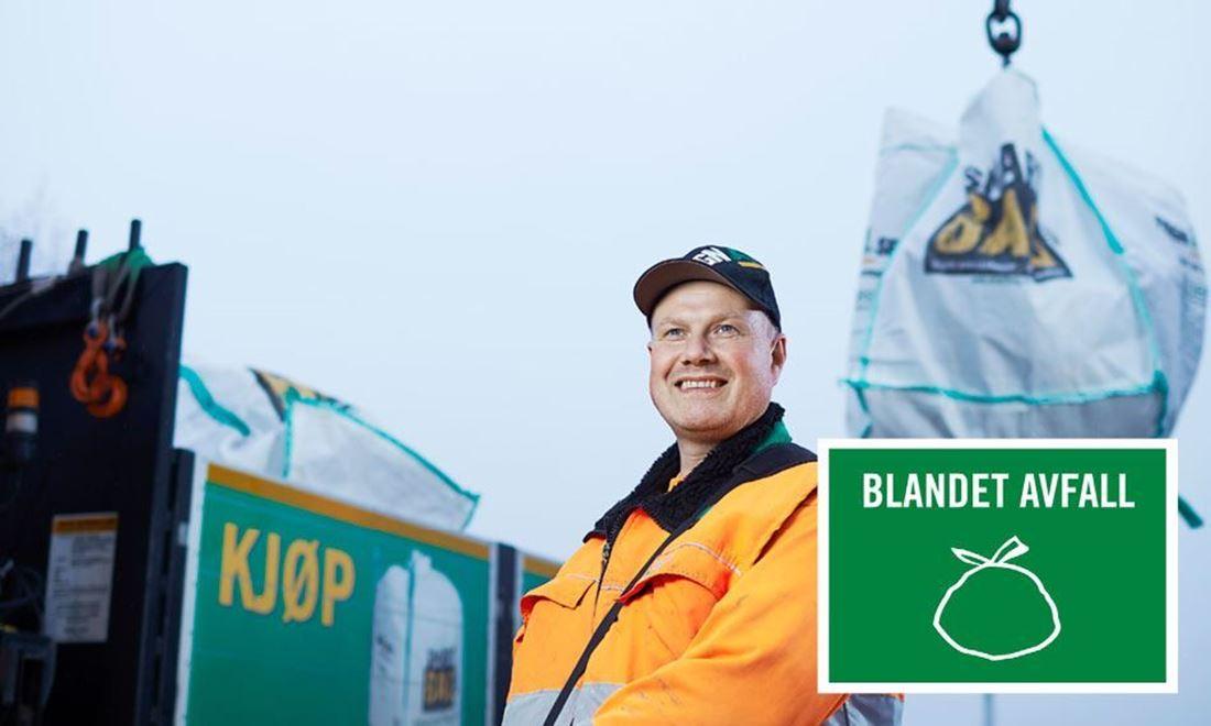 Henting av stor SmartBag avfallssekk med blandet avfall.